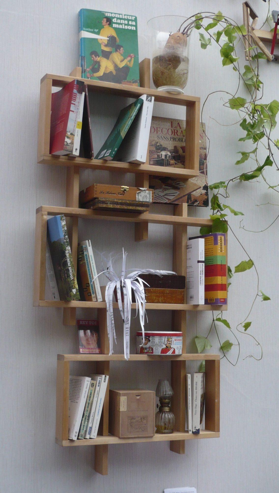 Bibliothèque en lattes de lit