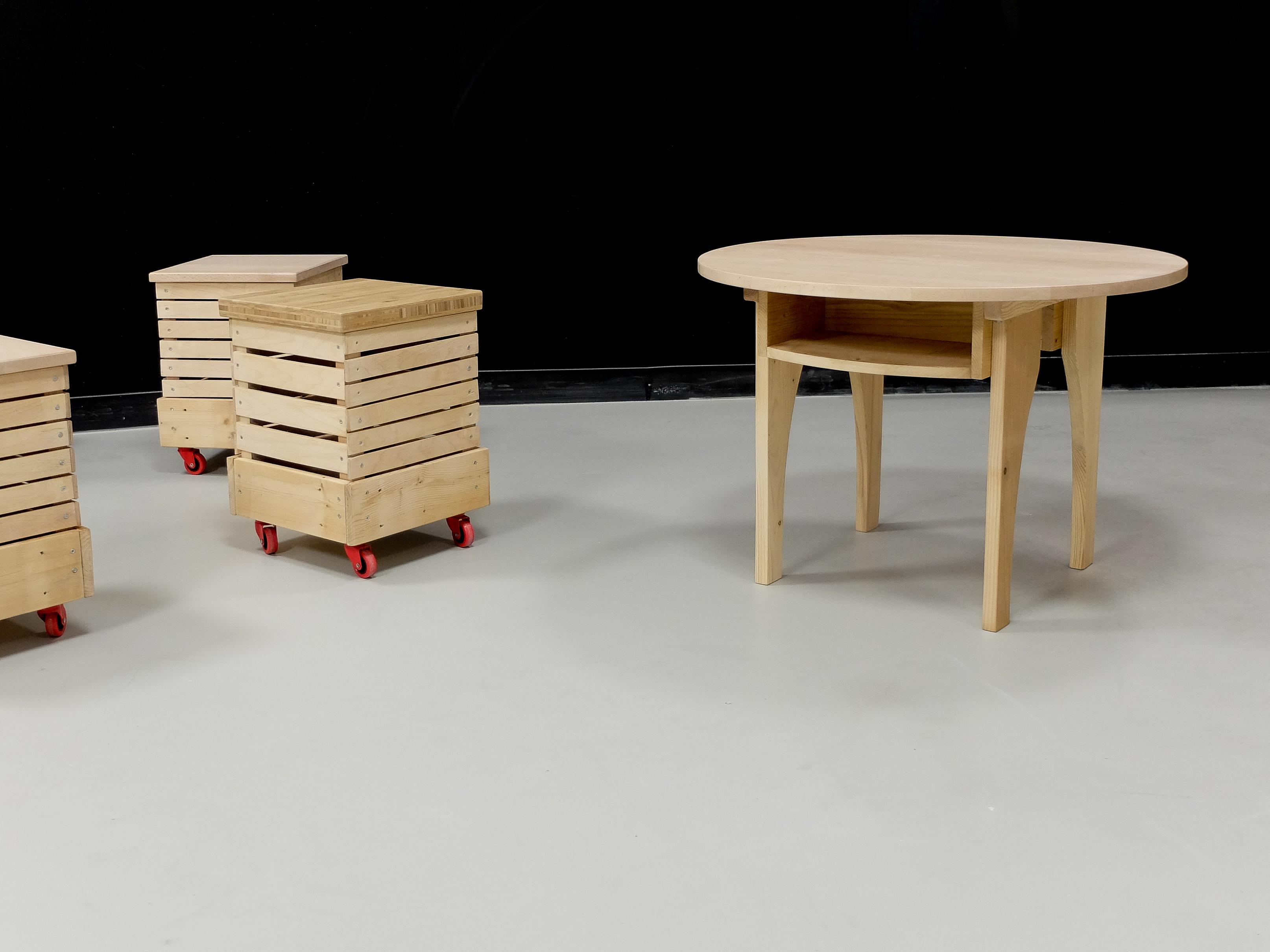 Caissons à roulettes et table pour enfants