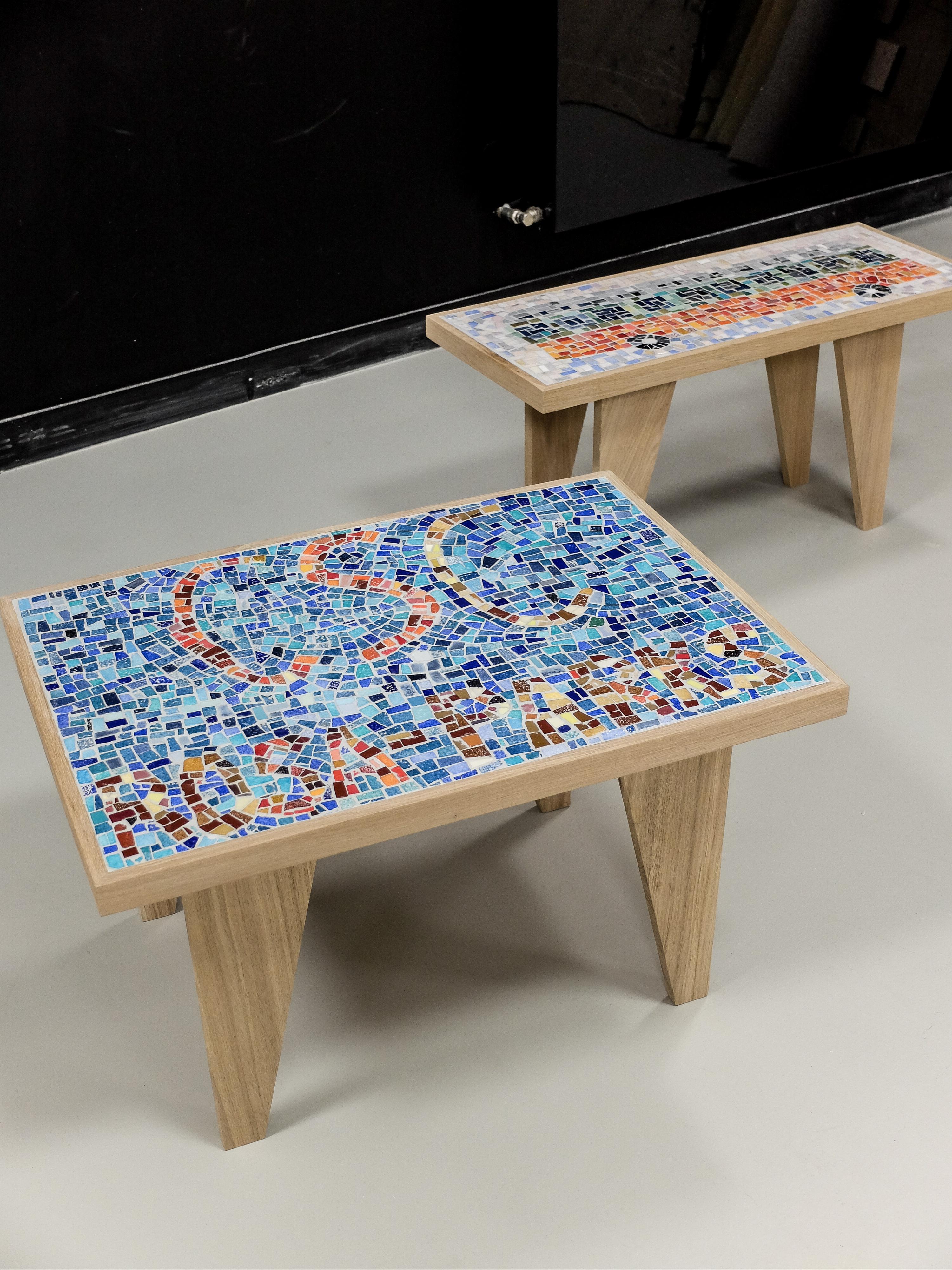 Tables en mosaïques. Pietements et supports réalisés par ATF